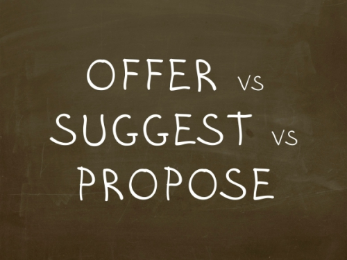 raznica mezhdu glagolami offer, suggest, propose